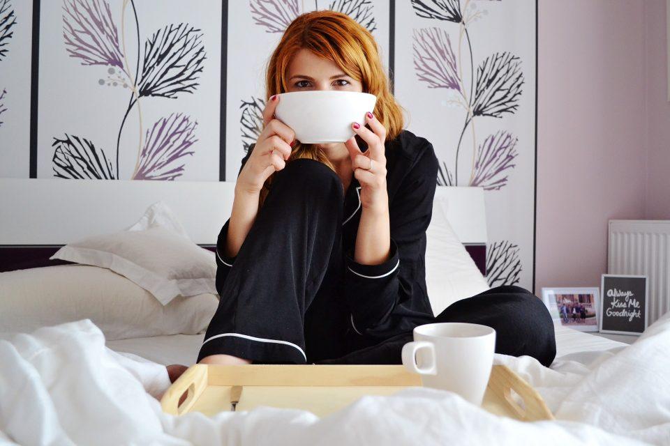 Vermoeid door de wintertijd? Zorg voor een goede nachtrust -Sambucol voor je weerstand