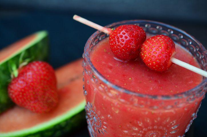 Watermeloen en aardbeiensmoothie voor je weerstand - Sambucol vlierbessenextract