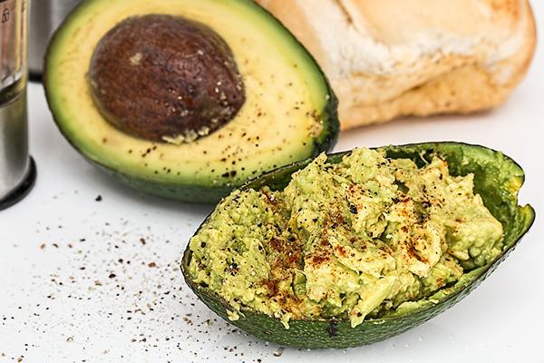 Eenvoudige spicey avocado spread of dip - gezonde voeding ondersteunt je weerstand