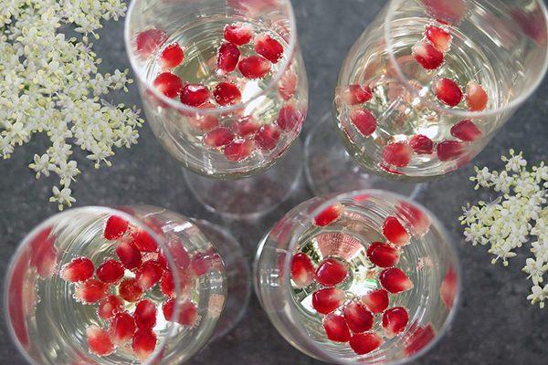 Vlierbloesem aperitief met granaatappel
